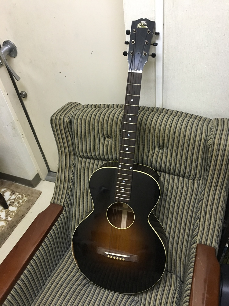 復刻版ギター~Gibsonアコギ_a0082865_028343.jpg