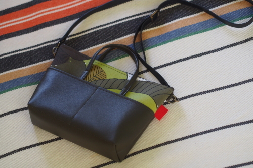 デイリーなpocket shoulder bag _e0243765_02582207.jpg