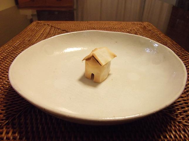 この家、「3びきのこぶた」なら狼にすぐ食べられちゃうね_f0326895_21422018.jpg