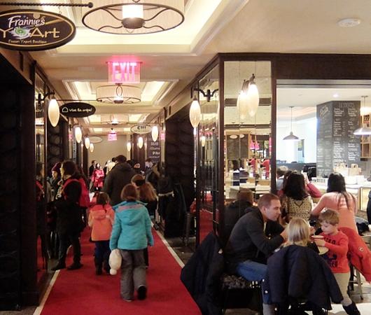 ご家族で楽しめる老舗高級ホテルの地下フードコート、The Plaza Food Hall_b0007805_1171111.jpg