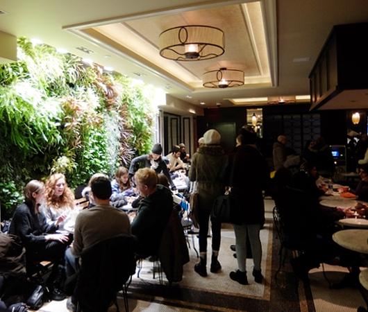ご家族で楽しめる老舗高級ホテルの地下フードコート、The Plaza Food Hall_b0007805_117157.jpg