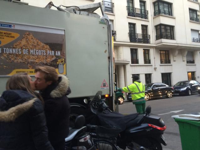 パリの清掃車と町中に置いてあるゴミ箱_d0337937_09421065.jpg