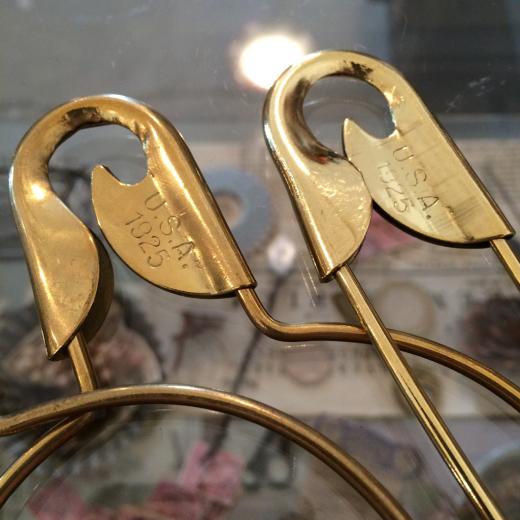 真鍮のセーフピンと・・・半袖Tいろいろ。_a0164280_14084038.jpg