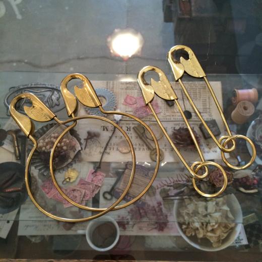 真鍮のセーフピンと・・・半袖Tいろいろ。_a0164280_14084057.jpg