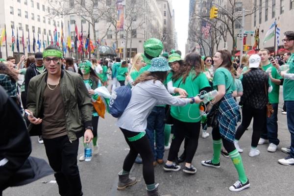 セント・パトリック・デー(St. Patrick\'s Day)のNYの街角風景_b0007805_11455353.jpg