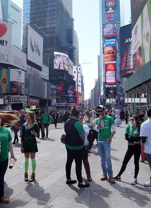 セント・パトリック・デー(St. Patrick\'s Day)のNYの街角風景_b0007805_11462192.jpg