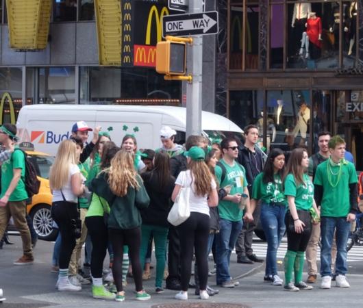 セント・パトリック・デー(St. Patrick\'s Day)のNYの街角風景_b0007805_11474796.jpg