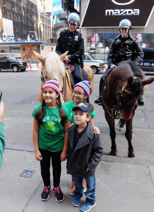 セント・パトリック・デー(St. Patrick\'s Day)のNYの街角風景_b0007805_11481597.jpg