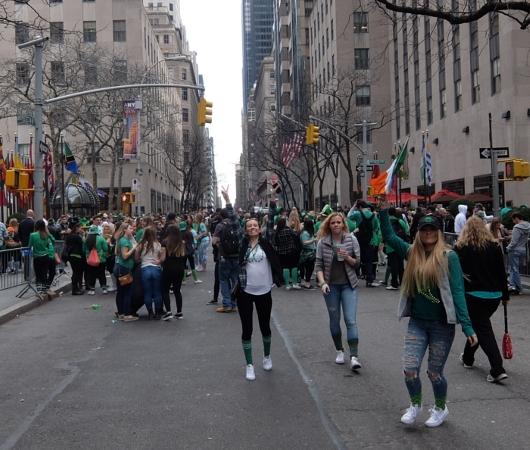 セント・パトリック・デー(St. Patrick\'s Day)のNYの街角風景_b0007805_11502048.jpg