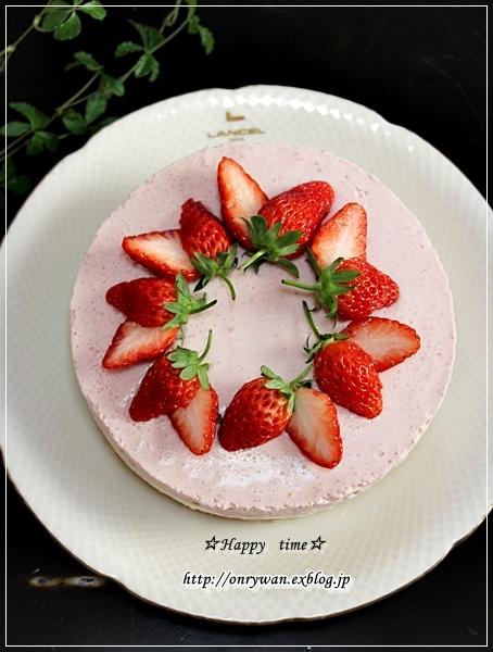 ハンバーグ弁当とレアチーズ&苺のムースケーキ♪_f0348032_18361793.jpg