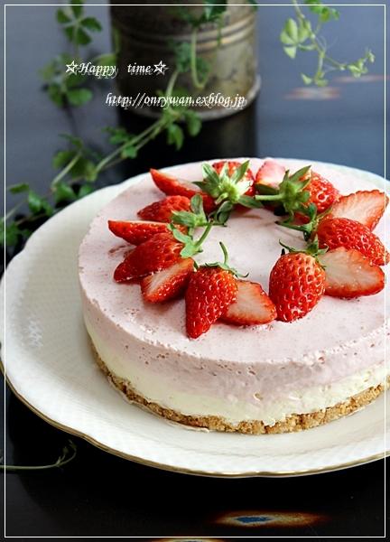 ハンバーグ弁当とレアチーズ&苺のムースケーキ♪_f0348032_18362870.jpg
