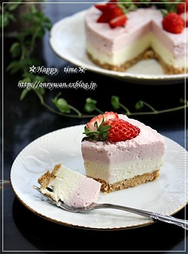 ハンバーグ弁当とレアチーズ&苺のムースケーキ♪_f0348032_18363500.jpg