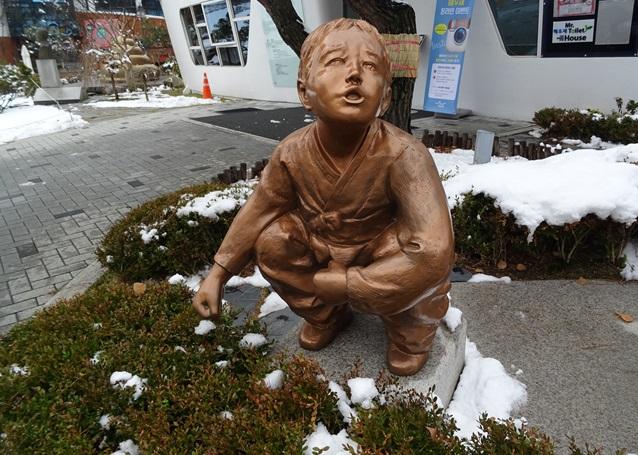トイレの重要性を伝えるために作られた、うん◯博物館☆韓国_e0182138_1233790.jpg