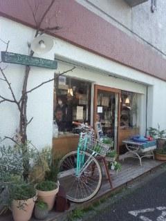 初台 Sunday Bake Shopのキャロットケーキとさくらのスコーン_f0112873_19233247.jpg