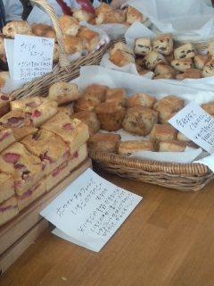 初台 Sunday Bake Shopのキャロットケーキとさくらのスコーン_f0112873_19285314.jpg