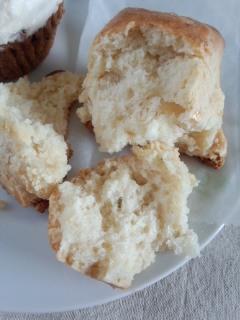 初台 Sunday Bake Shopのキャロットケーキとさくらのスコーン_f0112873_2238114.jpg