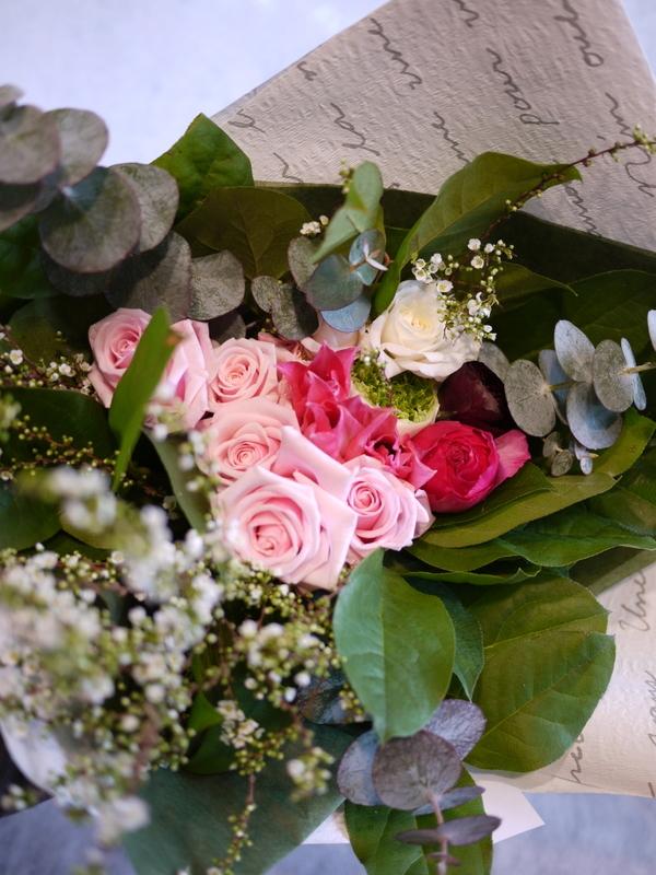 保育園の卒園式で、保護者の方達から先生へのお礼の花束3種。_b0171193_00512380.jpg