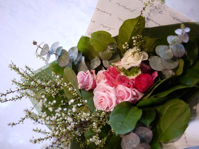 保育園の卒園式で、保護者の方達から先生へのお礼の花束3種。_b0171193_00513183.jpg