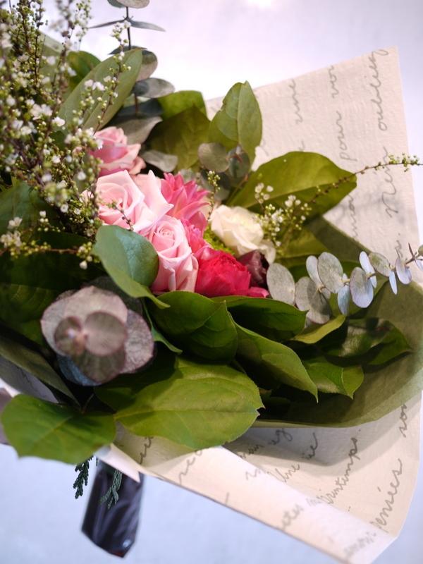保育園の卒園式で、保護者の方達から先生へのお礼の花束3種。_b0171193_00513719.jpg