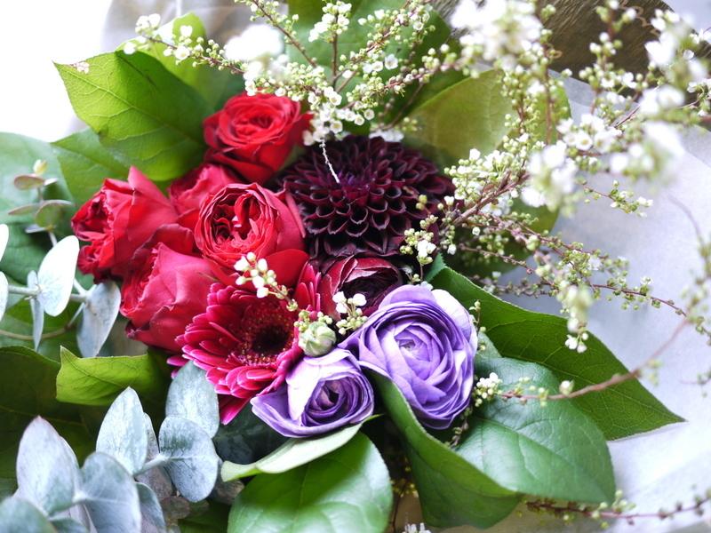 保育園の卒園式で、保護者の方達から先生へのお礼の花束3種。_b0171193_00515268.jpg
