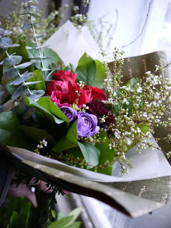保育園の卒園式で、保護者の方達から先生へのお礼の花束3種。_b0171193_00515655.jpg