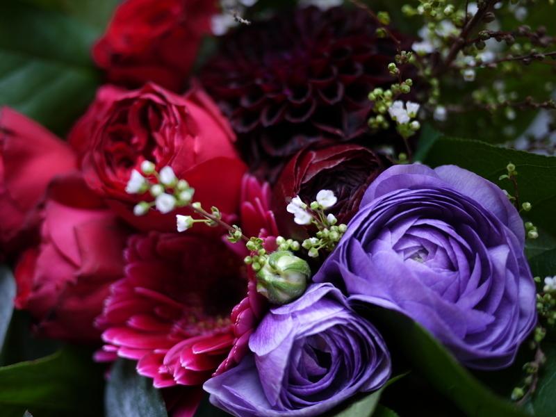 保育園の卒園式で、保護者の方達から先生へのお礼の花束3種。_b0171193_00520380.jpg