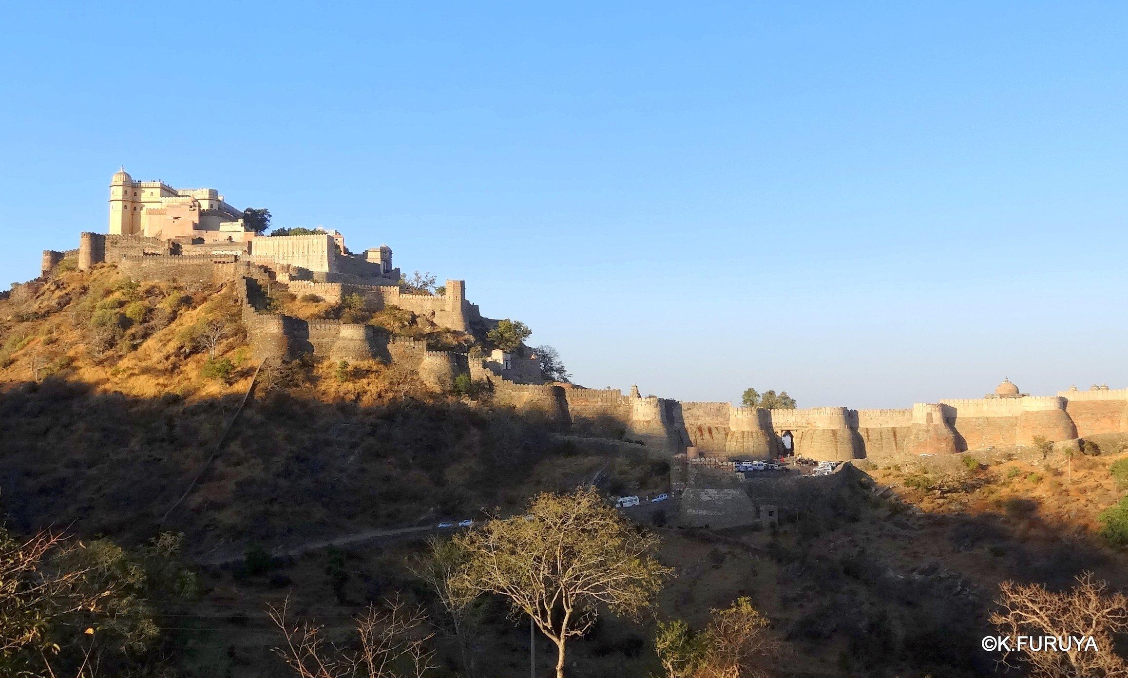 インド・ラジャスタンの旅 12 インド版「万里の長城」クンバルガル砦_a0092659_16501039.jpg