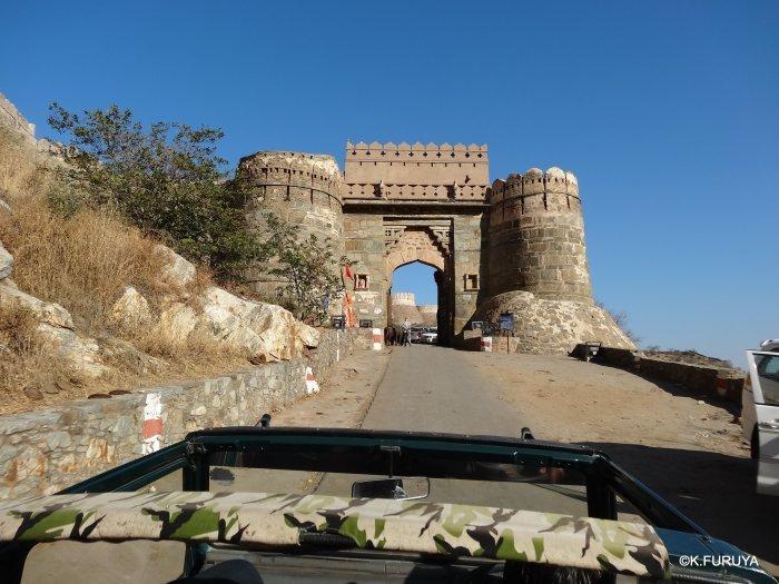 インド・ラジャスタンの旅 12 インド版「万里の長城」クンバルガル砦_a0092659_17025111.jpg