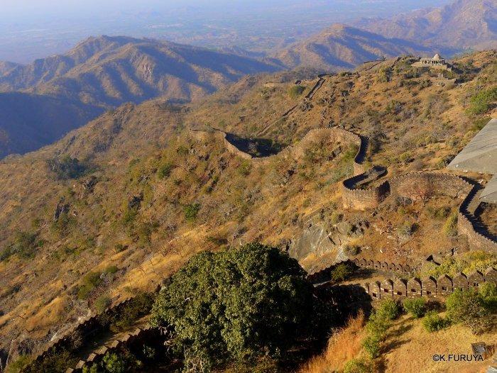 インド・ラジャスタンの旅 12 インド版「万里の長城」クンバルガル砦_a0092659_17402015.jpg