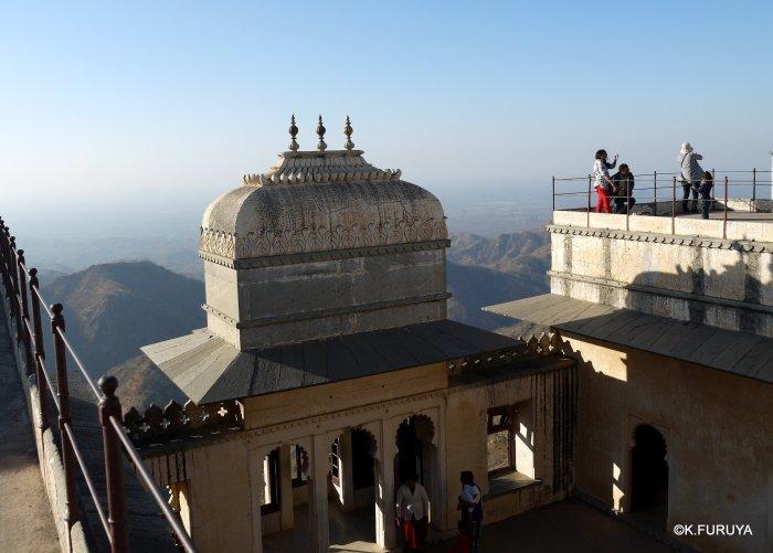 インド・ラジャスタンの旅 12 インド版「万里の長城」クンバルガル砦_a0092659_17440378.jpg