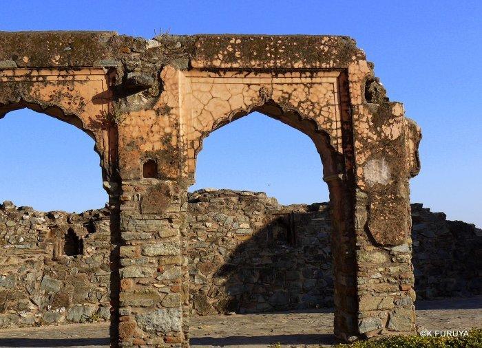インド・ラジャスタンの旅 12 インド版「万里の長城」クンバルガル砦_a0092659_23245965.jpg