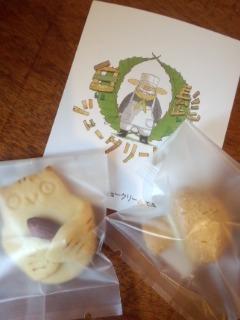 世田谷代田 白髭のシュークリーム工房のトトロのシュークリームとクッキー_f0112873_01921100.jpg