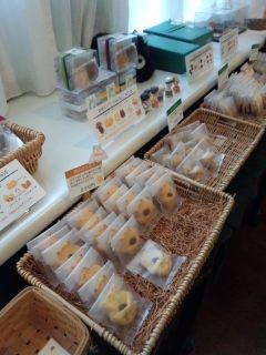 世田谷代田 白髭のシュークリーム工房のトトロのシュークリームとクッキー_f0112873_124311.jpg