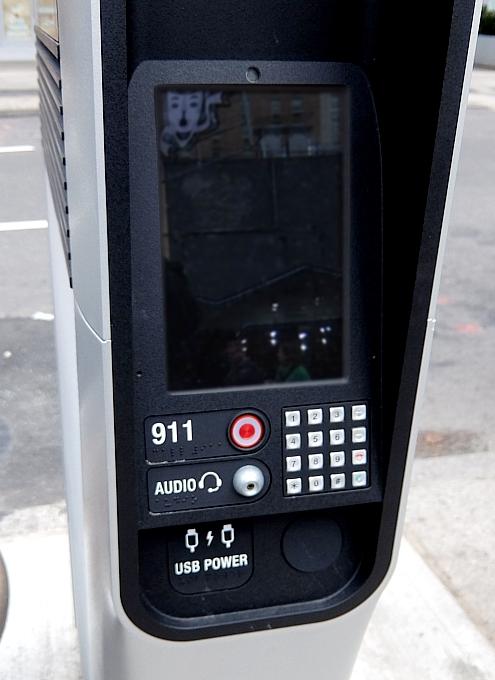 ニューヨークの街角に無料のハイテク・ワイヤレス・ハブが登場中!!_b0007805_10423688.jpg