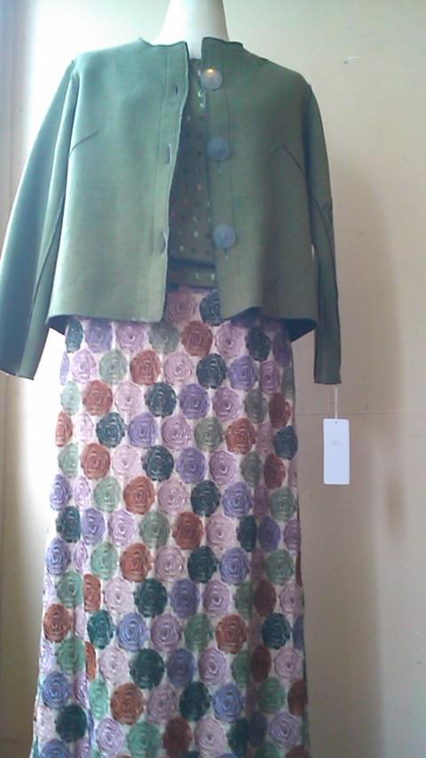 多色刺繍のレースのスカート_b0237038_20205085.jpg