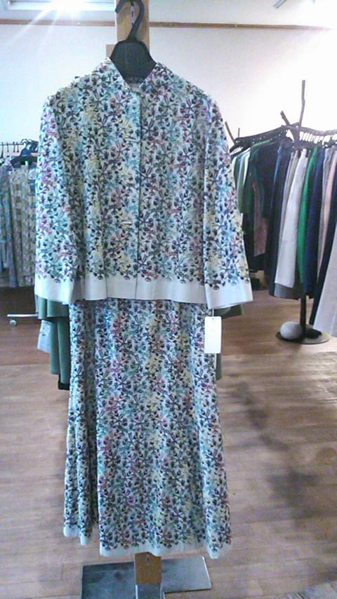 多色刺繍のレースのスカート_b0237038_20554791.jpg
