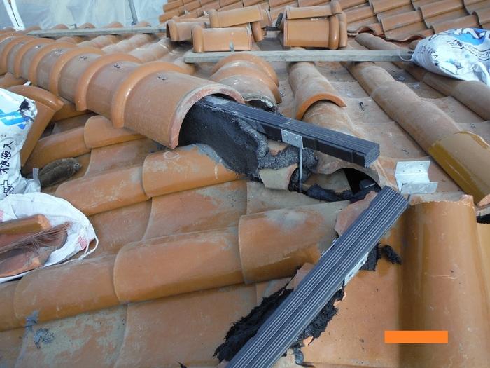 屋根葺き直し、雨樋取替、外壁塗替え ~ 2階屋根終了。_d0165368_324270.jpg