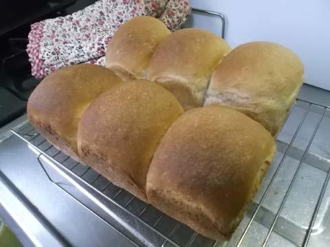 ライ麦パンと赤かぶの梅酢漬け_f0019498_1342270.jpg