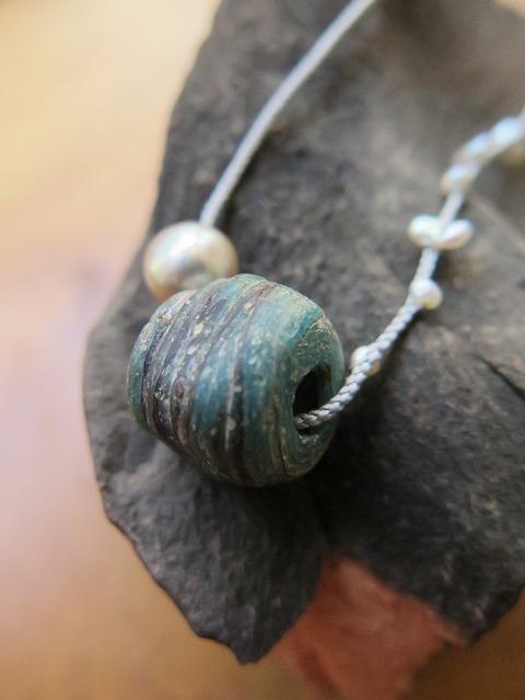 ヘブロンとあこや真珠を組み紐で_b0249499_19491002.jpg