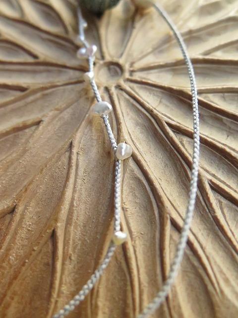 ヘブロンとあこや真珠を組み紐で_b0249499_19491775.jpg