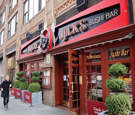 NYのセレブ・シェフのス、ステーキハウスに「寿司バー」?! Uncle Jack\'s Steakhouse_b0007805_805987.jpg