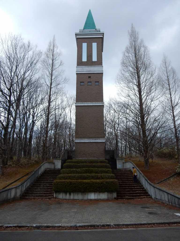 あの「塔」はなんだろう?_a0148206_16265265.jpg