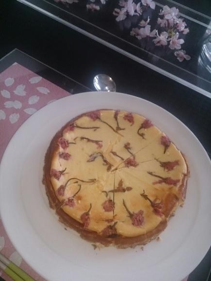 桜の花のチーズケーキ_f0323446_22573445.jpg