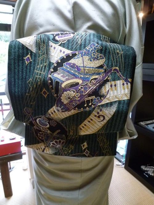 牛首紬に、西陣まいづる楽器の袋帯のお客様。_f0181251_18473025.jpg