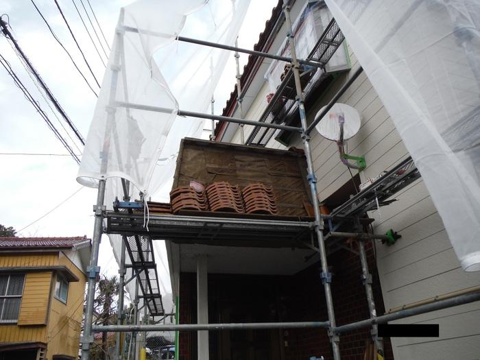 屋根葺き直し、雨樋取替、外壁塗替え ~ パラペット瓦。_d0165368_710077.jpg
