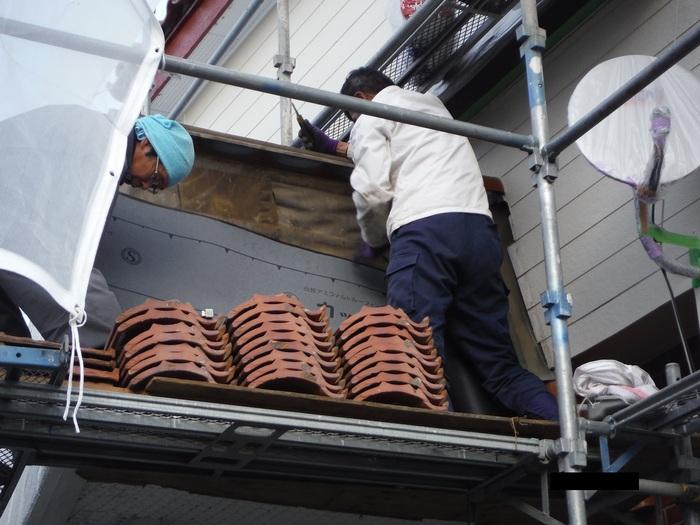 屋根葺き直し、雨樋取替、外壁塗替え ~ パラペット瓦。_d0165368_7103360.jpg