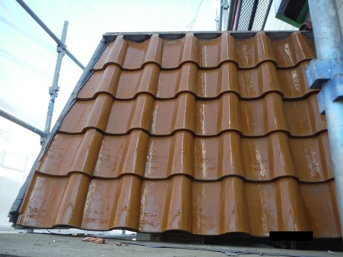 屋根葺き直し、雨樋取替、外壁塗替え ~ パラペット瓦。_d0165368_7112543.jpg