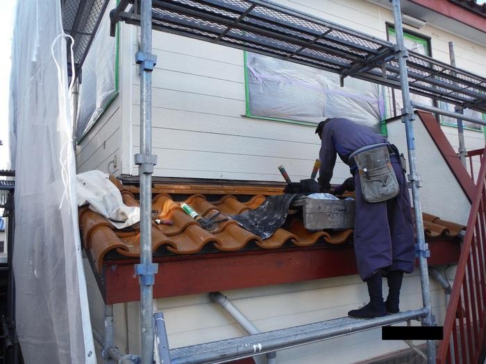 屋根葺き直し、雨樋取替、外壁塗替え ~ パラペット瓦。_d0165368_7122183.jpg