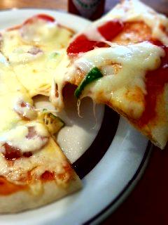 幡ヶ谷 ジャムハウスのソーセージピザ+カフェオレセット、肉まん、桜あんぱん、カレーパン_f0112873_2326299.jpg