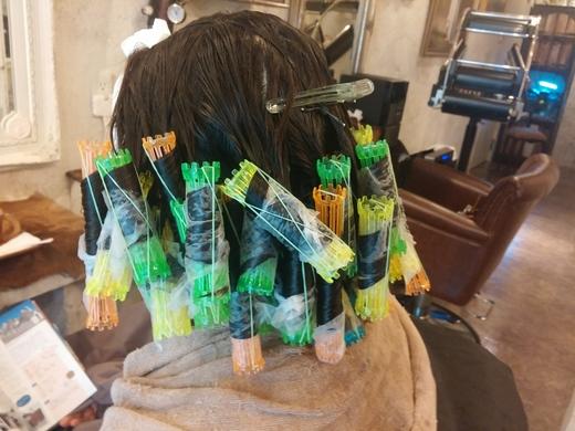 かかりにくい髪質へのパーマアタック。。。_b0210688_1725015.jpg